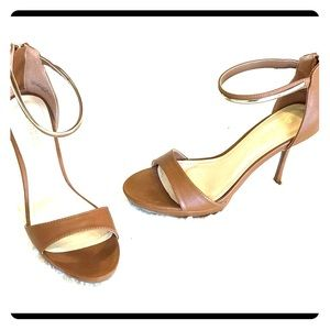 Open toe sandal with gold accent